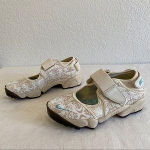 Nike AIR RIFT Split Toe Leather Sneakers